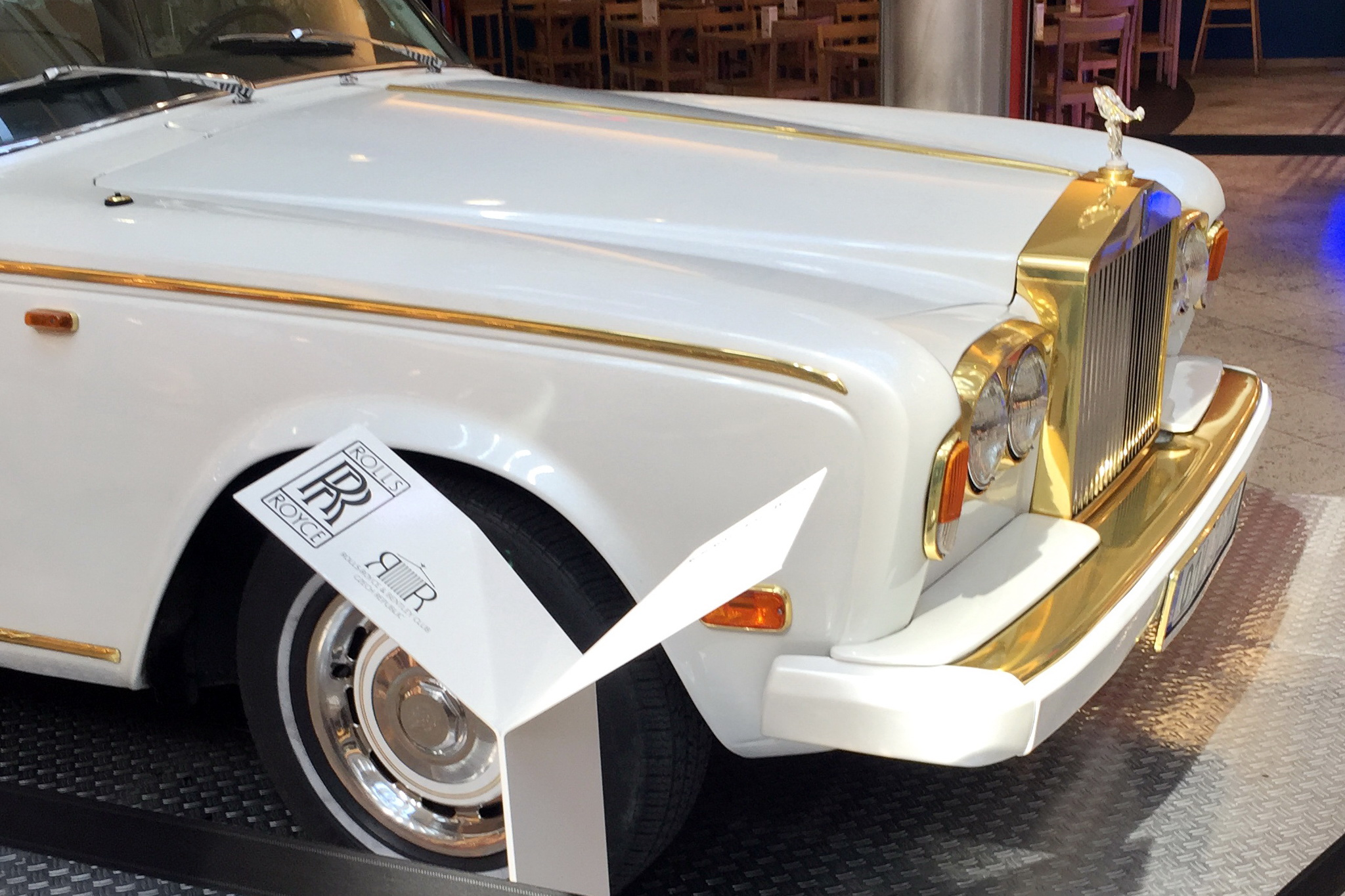 Rolls-Royce-Vespera-sedaci-nabytek-01