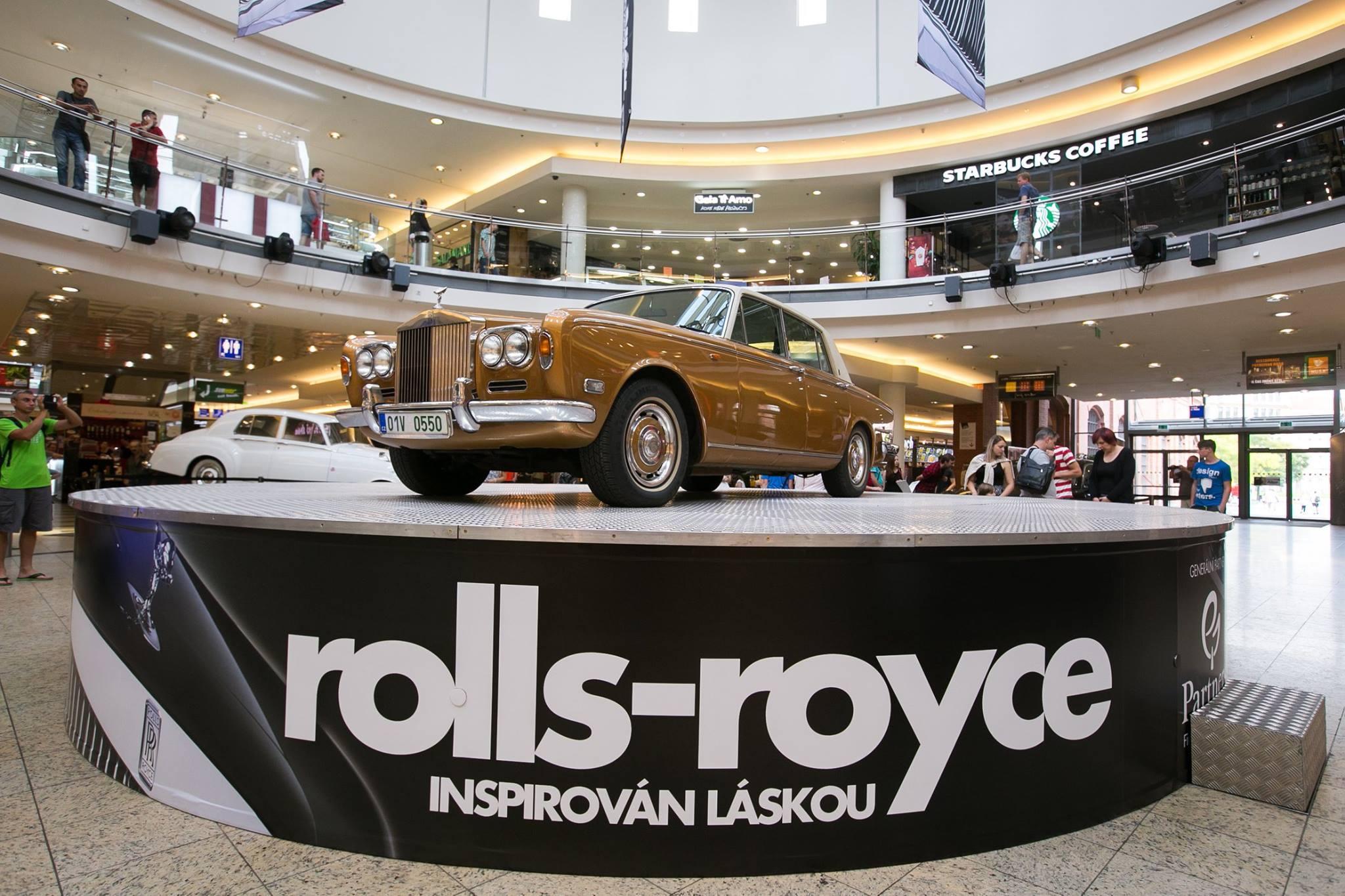 Rolls-Royce-Vespera-sedaci-nabytek-03