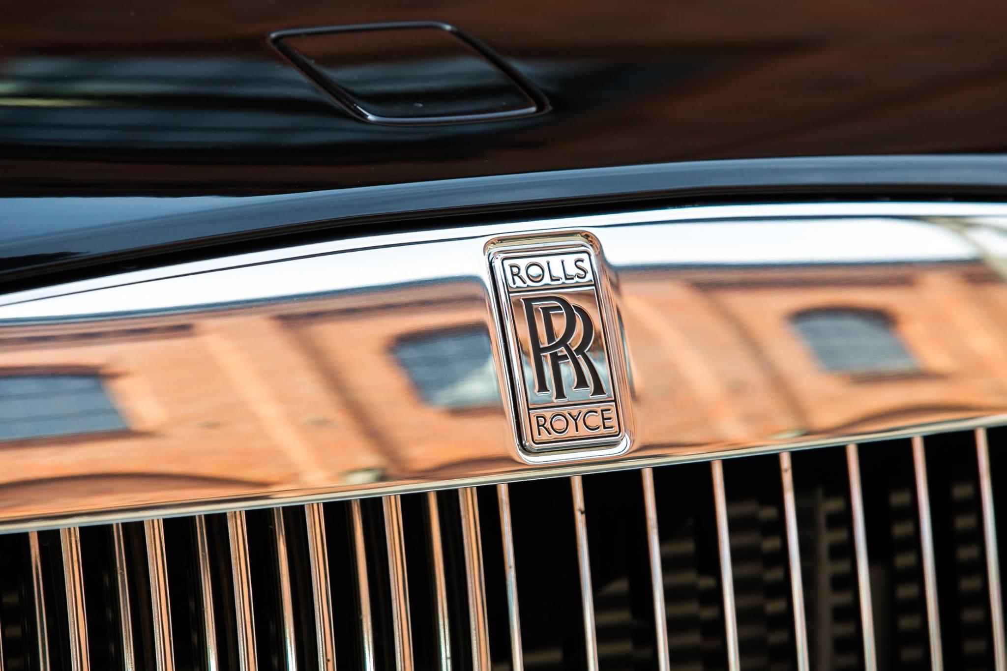Rolls-Royce-Vespera-sedaci-nabytek-10